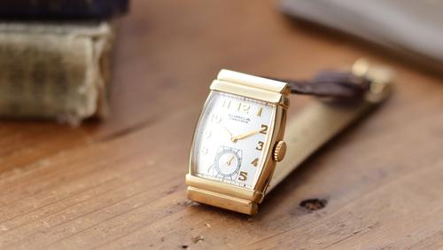 7e3f819350 手首にさりげなく気品をプラス。シックな秋コーデに馴染む大人の「腕時計 ...