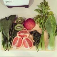 ☆ローラさんがお手本☆野菜たっぷりグリーンスムージーの美味しい組み合わせ♪