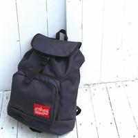 シンプルで実用的なバッグ【Manhattan Portage】の魅力とコーディネート