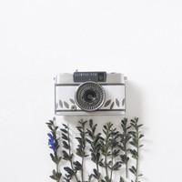 半世紀前のカメラが可愛く生まれ変わる。宇津木りえさんが作る「Rie-Came」