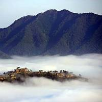 まるでラピュタの世界!? 雲海に包まれた天空の城『竹田城』が3/20解禁!