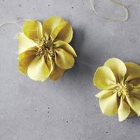 いつものコーデにアクセント♪コサージュ&お花モチーフのブローチを手作りしてみない?