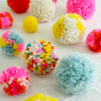 春のインテリアを可愛く彩る、毛糸の【ポンポン】を手作りしよう♪