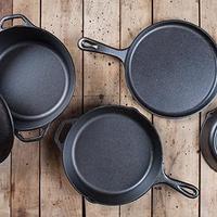 流行に左右されないデザイン。【LODGE】の愛され続けるキッチン道具たち
