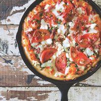 オーブン不要でぱぱっとね♪今度のランチに「フライパンピザ」はいかが?