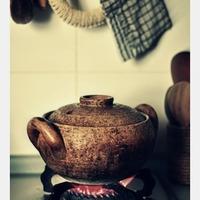 食卓に味わいと深みが増す。伊賀焼「長谷園」の魅力的な陶器たち