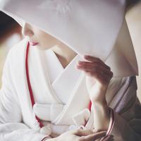 """ウェディングドレスも良いけど……。せっかくの晴れの日は""""白無垢""""に挑戦してみない?"""