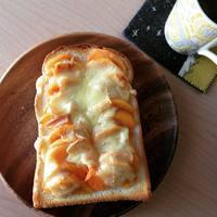 柿、大量に余ってない?チーズとの相性抜群「柿トースト」の作り方・アレンジレシピ