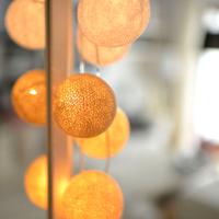 お部屋にぬくもりのある灯りを。ころころ可愛いコットンボールランプの作り方
