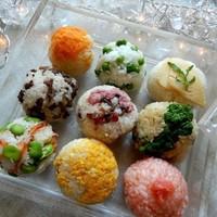お弁当や食卓にメリハリをつける♪変わりおにぎりのレシピ集。