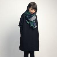 暗くなりがちな黒のファッション。ブラックを着ても重くならないぬくもりスタイル