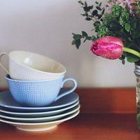 可愛らしさの中に気品も。「スウェディッシュグレース」が彩る可憐な食卓風景