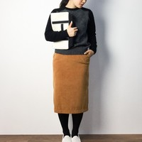 シンプル・カジュアルが好きだけど女性らしい格好も。そんな時は「タイトスカート」がおすすめ♪