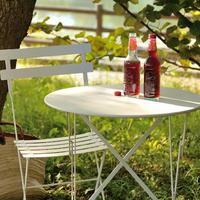 まるでパリのカフェみたい♪「Fermob」のテーブル・チェアーでつくるハイセンスなインテリア
