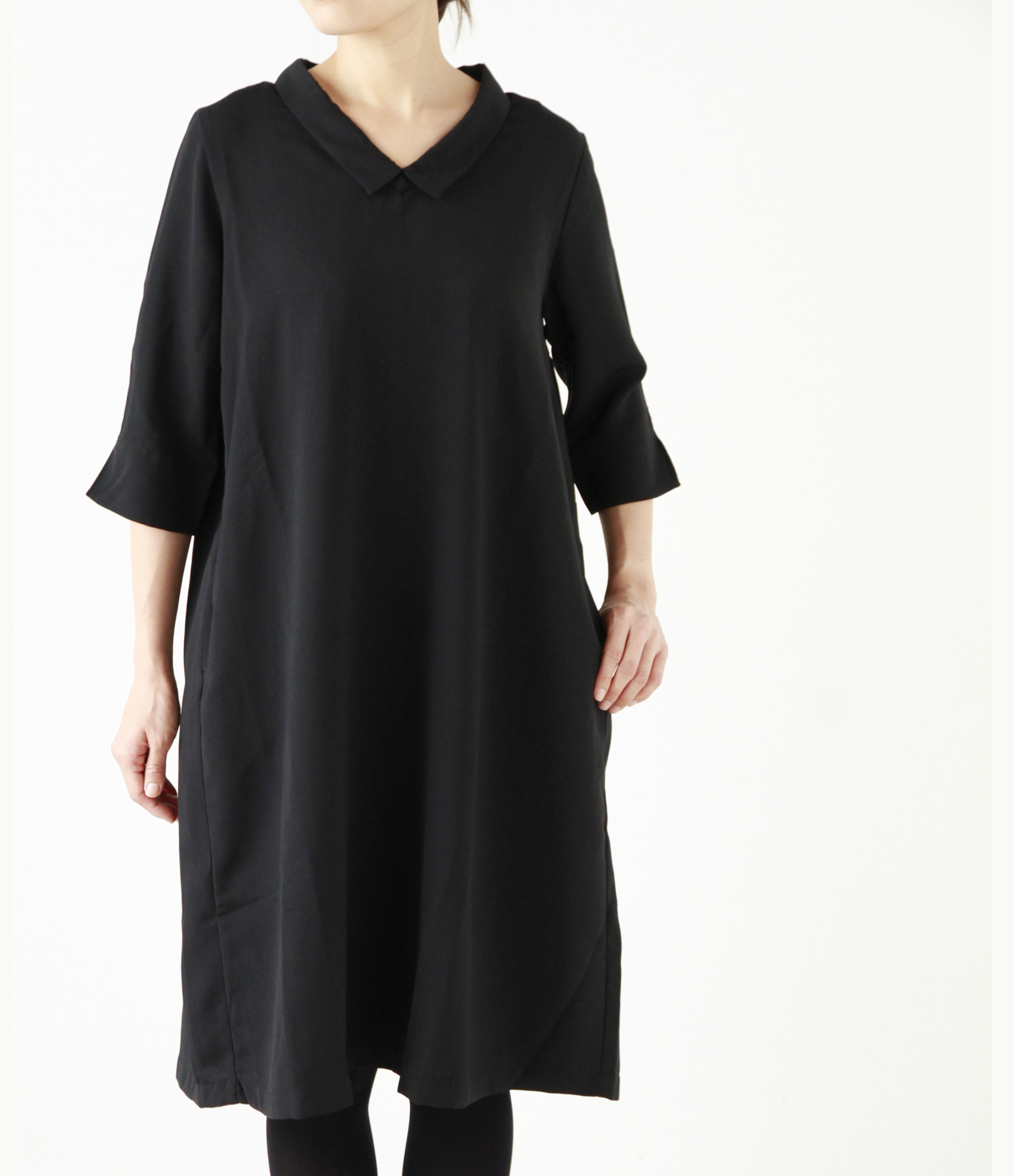シルエットにこだわったシンプルなナチュラル服で、大人っぽくシックな着こなし
