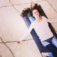 心も体も楽になる。究極のリラックスヨガ「リストラティブヨガ」で疲れを癒しませんか?