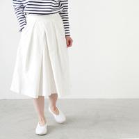 大人マリンにもぴったり。さわやかな白いスカートで、夏気分を先取りしよう♪