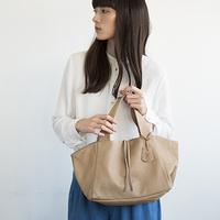 持つ人が完成させる。飾らないシンプルさが魅力の「REN」 のバッグ