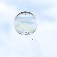 消えないガラスのしゃぼん玉。夏を彩る「虹色風鈴」に心惹かれて