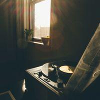 夕暮れ時に聴きたいね。あたたかくて切ない、郷愁を感じる映画音楽4選