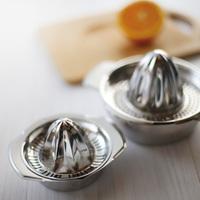 夏の料理にお役立ち♪ノスタルジックな「レモン絞り器」で、新鮮果汁をたっぷりと