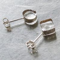 【Amorpropioモール限定!】小さなガラスを閉じ込めた「sorte」の特別なピアス