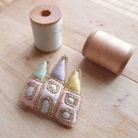 日々の装いに添える小さな手仕事。刺繍作家「aya」のハンドメイド作品