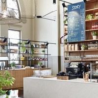 北欧雑貨をめぐったら、ほっと一息。地元で人気の、ヘルシンキのカフェ。