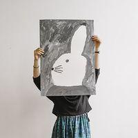 シックにも可愛らしくも。【Fine Little Day】のポスターでアートなお部屋に模様替え◎