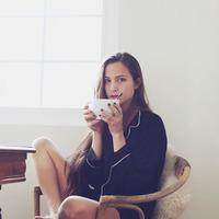 海外の女の子が着るルームウェアお手本コーデ。パリでおすすめのショップもご紹介