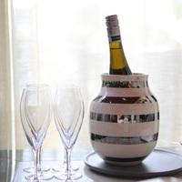 期間限定でスパークリングワインをプレゼント。美しいフラワーベースと共に、花もワインも楽しんで
