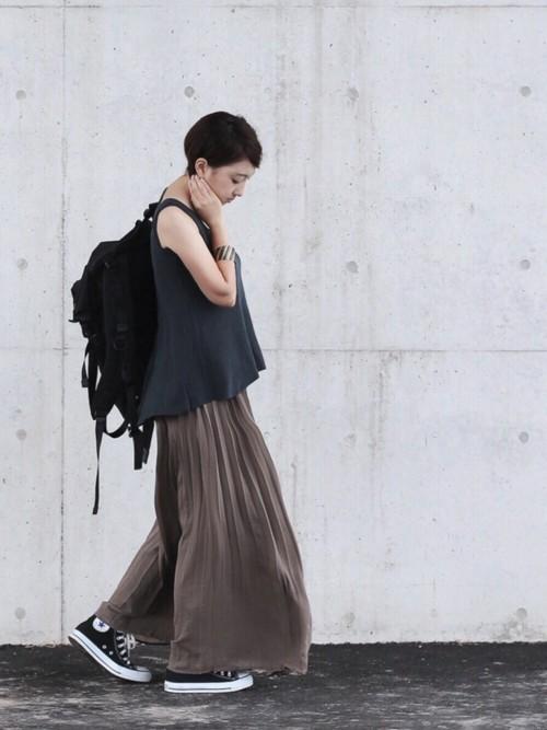 513b3f1418b140 夏風にふわり、ひらり揺れる「プリーツスカート」で涼しげコーディネート | キナリノ