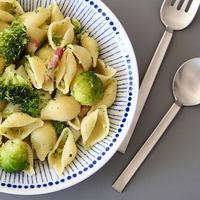 爽やかな青と白。お料理がより美味しく見える「千段十草」「蒼十草」の食器たち
