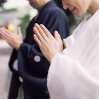 """お守りに願いを込めて…【都内の縁結び神社5選】と""""参拝マナー"""""""