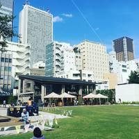 芝生でゴロリ。カフェもあるよ!都会の憩いの場「南池袋公園」がリニューアルオープン♪