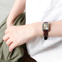 秋の手元に。大人の女性にぴったりの「レザーバンド腕時計」6選