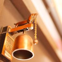 素敵な音色を玄関に。アンティークな「ドアベル」でお客様を迎えよう♪