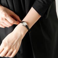 秋冬の装いにプラス。オンでもオフでも使いたい【レザーベルト腕時計】6選