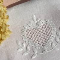 世界『白糸刺繍』紀行~北欧・ヨーロッパ~白一色の繊細な刺しゅうに魅せられて♪