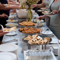 楽しい時間を過ごすために。知っておきたい立食パーティでのマナーのあれこれ。