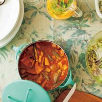 ホームパーティーにうってつけ。「鍋ごとサーブ」なら料理がもっとごちそうに見える♪
