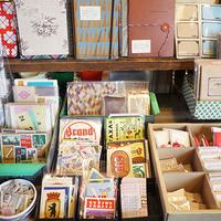 旅のカケラと懐かしい文房具に心惹かれる。東欧雑貨店『CHARKHA(チャルカ)』