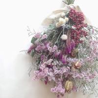 暮らしに緑や花の潤いを。リースより簡単、生花より手軽なスワッグの作り方
