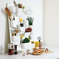 ポイポイと、無造作に入れるだけ♪簡単お洒落な壁面収納「ウーテンシロ」