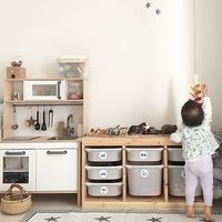 おしゃれなキッズスペースの参考にしたい!絵本とおもちゃの収納アイデア見つけたよ♪