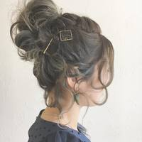 まとめ髪にニュアンスをプラス。ふんわり女性らしい「後れ毛」の上手な出し方