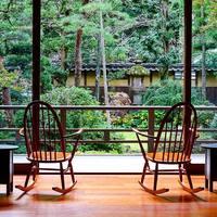 今度の温泉旅行は、かつて文豪が愛したあの旅館へ【おすすめ8選】