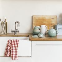 物で溢れるキッチン周り…。少ない物で「ミニマルに賢く」暮らすには?