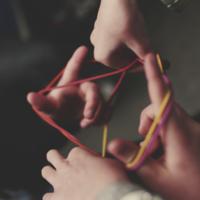 寒い冬はおうちで制作活動しませんか?意外に簡単♪針と糸が織りなすストリングアート
