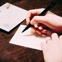 手間の分だけ心が伝わる。アナログだからあたたかい、手紙を書いてみませんか
